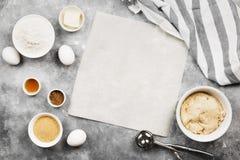 Ingredienser för att baka av kakor - mjöl, ägg, kryddor, vanilj Royaltyfri Foto