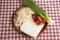 Ingredienser för att laga mat böngrodden, stekt under omrörning tofu Royaltyfri Bild