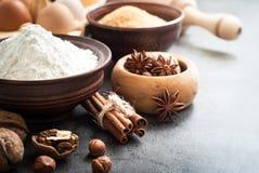 Ingredienser för att laga mat att baka royaltyfri bild