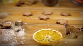 Ingredienser för att laga mat att baka Mjöl, ägg, farin och kryddor lager videofilmer