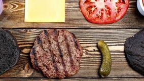 Ingredienser för att laga mat den svarta hamburgaren Top beskådar arkivfilmer