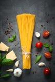 Ingredienser för att laga mat italiensk pasta Fotografering för Bildbyråer