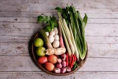 Ingredienser för att laga mat tom yum soppa Arkivbild