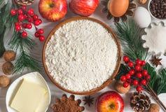 Ingredienser för bakning för ` s för nytt år för vinter Julmatbakgrund Royaltyfria Bilder
