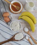 Ingredienser för bananpannkakor Royaltyfria Foton