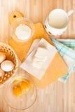 Ingredienser för brödbakning Arkivfoto