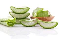 Ingredienser för brunnsorter för aloeVera skiva naturliga för hudomsorg Arkivfoto