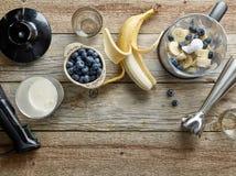 Ingredienser för framställning av smoothien Arkivfoto