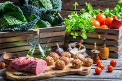 Ingredienser för hemlagade köttbullar Royaltyfri Foto