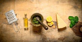 Ingredienser för italiensk pesto Arkivfoton