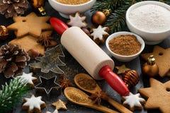 Ingredienser för julatt baka och kakor royaltyfria bilder