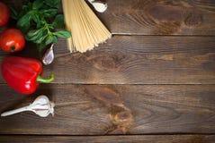 Ingredienser för laga mat pasta arkivbild