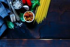 Ingredienser för laga mat pasta royaltyfria foton