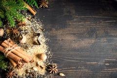ingredienser för matlagning för anisejul kryddar kanelbruna stjärnasticks Arkivbilder