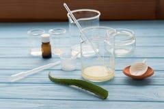 Ingredienser för produktion av naturliga skönhetskönhetsmedel, närbild Arkivbilder