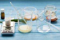 Ingredienser för produktion av naturliga skönhetskönhetsmedel, närbild Arkivbild