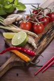 Ingredienser för thailändsk mat, lemongrass, ingefära, vitlök, coctail Royaltyfri Bild