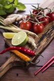 Ingredienser för thailändsk mat, lemongrass, ingefära, vitlök, coctail Arkivbild