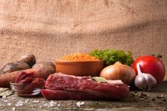 Ingredienser för Turkiet grönsaksoppa med röda linser som ligger på Royaltyfria Bilder