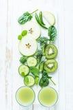 Ingredienser för grön sund smoothie Fotografering för Bildbyråer