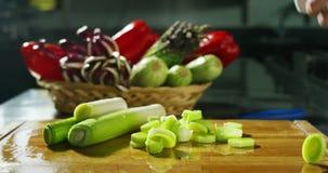 Ingredienser och handlingar skjuter i upplösning 4k eller 6k vid professionellbyrån av italienska branscher för mat och professio lager videofilmer