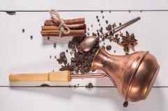 Ingredienserna för framställning av kaffe Arkivbilder