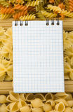 Ingrediente da massa e de alimento com livro de receitas imagem de stock