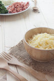 Ingrediente di spinaci al forno con formaggio Immagini Stock