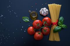 Ingrediente do tempo da massa para o alimento italiano Fotografia de Stock