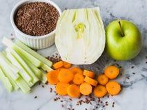 Ingrediente para o batido com erva-doce, maçã, cenoura Imagem de Stock Royalty Free