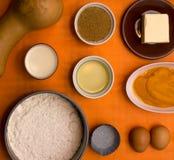 Ingredientes alimentarios en fondo del orage Fotografía de archivo