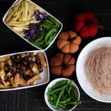 Ingredientes alimentarios, fideos del arroz de las verduras foto de archivo libre de regalías