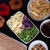 Ingredientes alimentarios, fideos del arroz de las verduras imagen de archivo libre de regalías