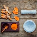Ingredientes alternativos para el cuidado de piel Hecho en casa friegue la curcumina p foto de archivo libre de regalías