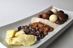 Ingredientes crudos para hacer el chocolate Fotografía de archivo
