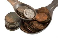 Ingredientes da receita da riqueza: moedas de um centavo, moedas de dez centavos, quartos Fotografia de Stock Royalty Free