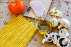 Ingredientes de alimento italianos Imagem de Stock Royalty Free