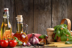 Ingredientes de alimento italianos foto de stock
