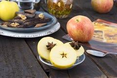 Ingredientes de alimento múltiplos, preparados fazendo uma torta fotos de stock royalty free