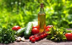 Ingredientes de alimento na tabela Fotografia de Stock Royalty Free