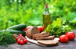 Ingredientes de alimento na tabela de madeira Fotos de Stock