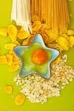 Ingredientes de alimento no verde Foto de Stock