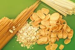 Ingredientes de alimento no verde Fotografia de Stock Royalty Free