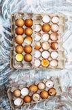 Ingredientes de cozimento do bolo - a bacia, farinha, ovos, claras de ovos espuma, por exemplo Imagem de Stock Royalty Free