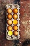 Ingredientes de cozimento do bolo - a bacia, farinha, ovos, claras de ovos espuma, por exemplo Imagens de Stock Royalty Free