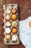 Ingredientes de cozimento do bolo - a bacia, farinha, ovos, claras de ovos espuma, por exemplo Foto de Stock Royalty Free
