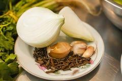 Ingredientes de la cebolla y del ajo para los pepitas mexicanos de la comida, pipas, semillas de calabaza en México fotos de archivo libres de regalías