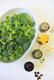 Ingredientes de la ensalada del bróculi verticales Fotografía de archivo