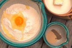 Ingredientes de la fabricación de pan Imagen de archivo libre de regalías