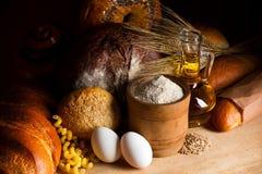 Ingredientes de la fabricación de pan del cereal Foto de archivo